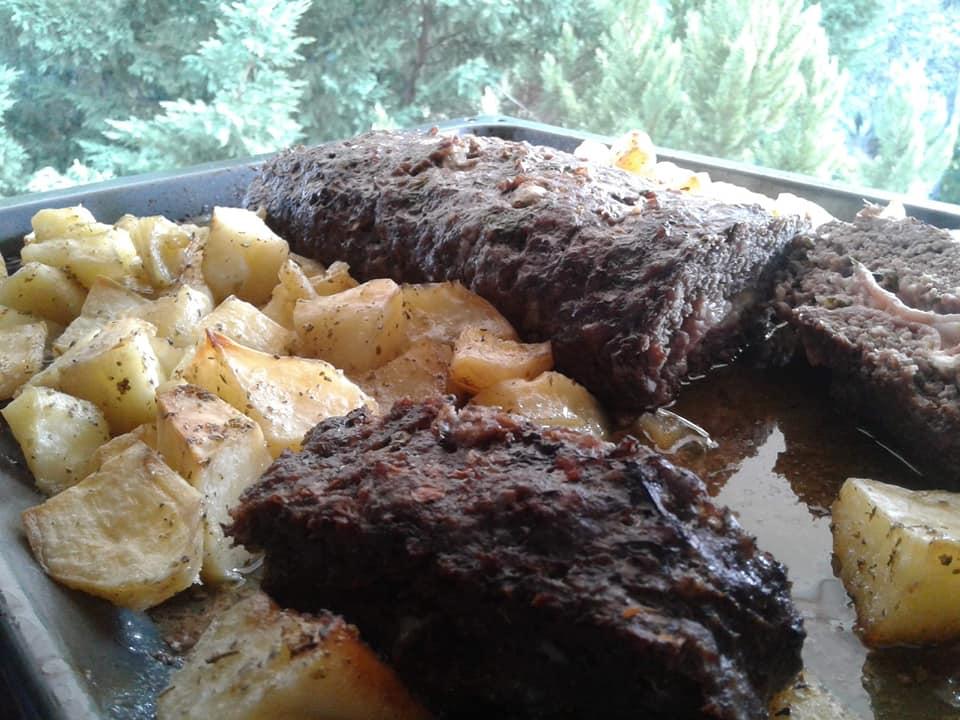 Ρολό κιμά με μπέικον και πατάτες στον φούρνο