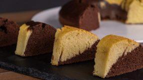 Δίχρωμο κέικ με σοκολάτα – Χωρίς μίξερ & έτοιμο σε 10 λεπτά
