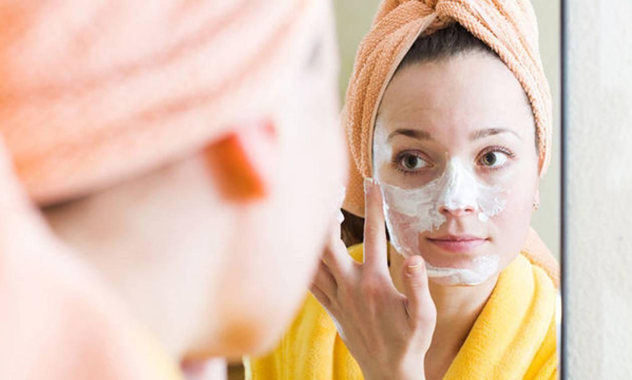 Σπιτική μάσκα προσώπου για ενυδάτωση με γιαούρτι