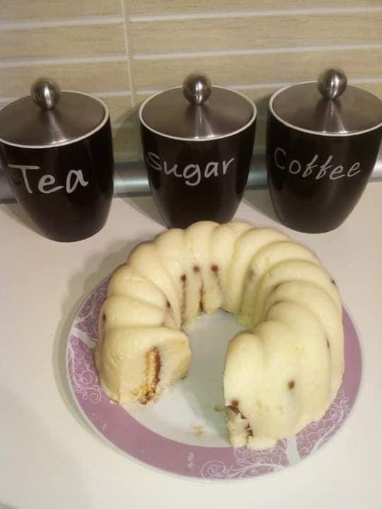 Λευκός σιμιγδαλένιος χαλβάς με μπισκότα και καρυδα