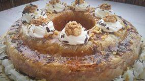 καρυδόπιτα  σε φόρμα για κέικ με φύλλο Βυρητου