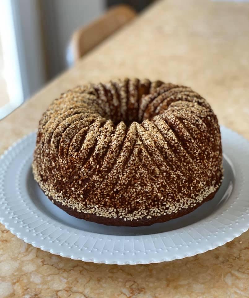 Συνταγή για κέικ με σουσάμι και μπαχαρικά.