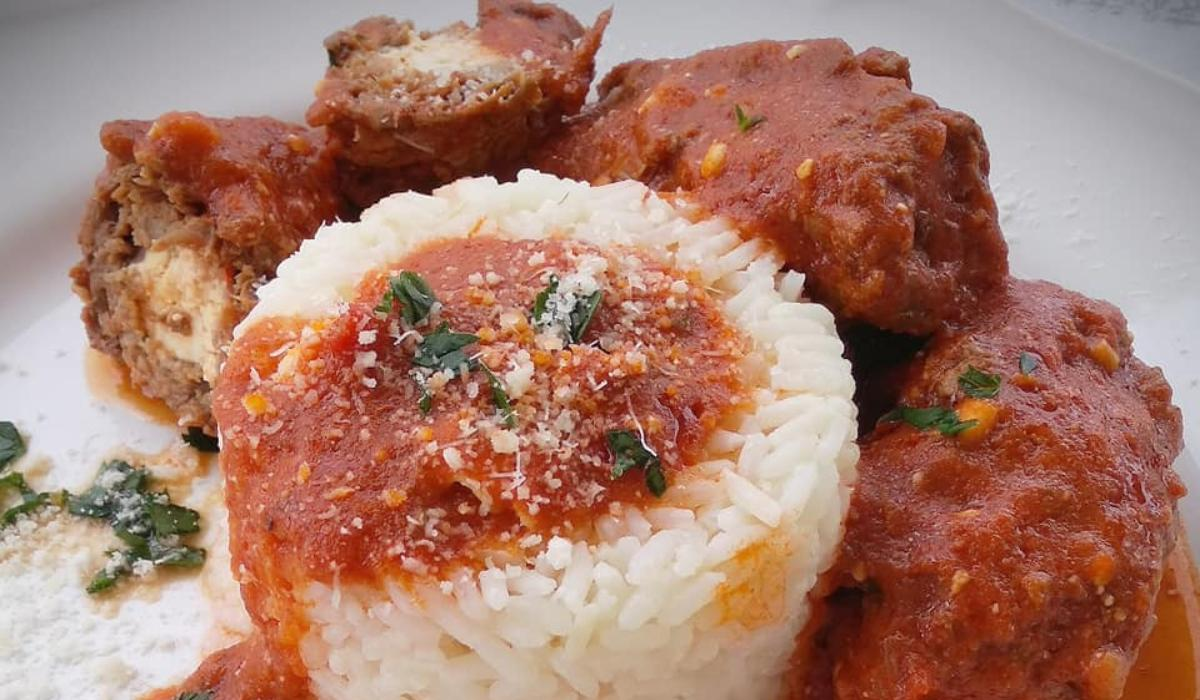 Συνταγή για μοσχάρι φιλέτο γεμιστό με υπέροχη κόκκινη σάλτσα φωτο μονη