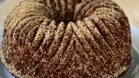 Αφράτο και μυρωδάτο κέικ με σουσάμι & μπαχαρικά συνταγη γθα ξεθι με μουσαμι και μπαχαρικα μινη