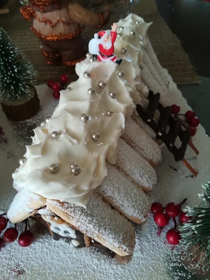 Το πιο εύκολο χριστουγεννιάτικο σπιτάκι με σαντιγί και σαβουαγιάρ