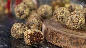 Νηστίσιμες τρούφες σοκολάτας με 3 υλικά (βίντεο)