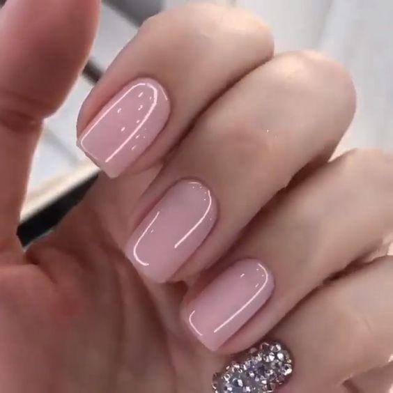 ροζ νύχια με στρας