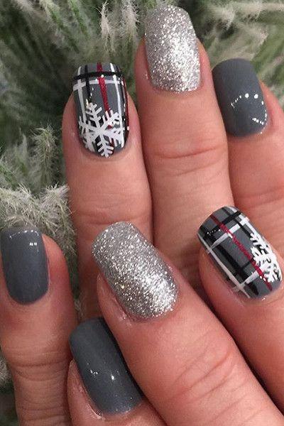 γκρι νύχια με ζωγραφισμένα χριστουγεννιάτικα σχέδια και ασημί στρας