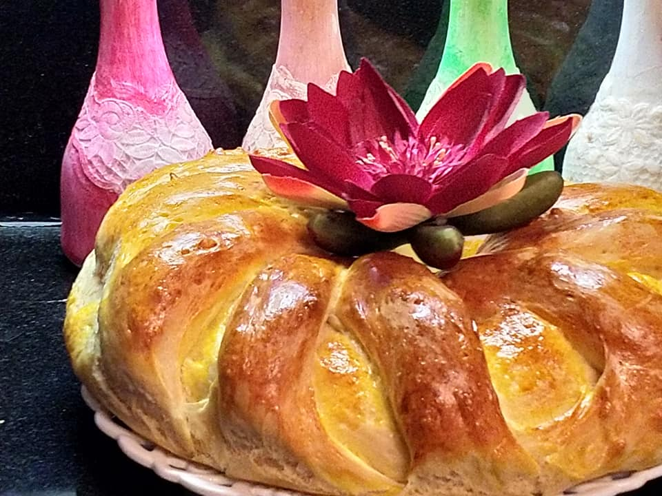 τυρόψωμο με κόκκινη πιπεριά, ανθότυρο, τσένταρ και τυρί Φιλαδέλφεια συνταγή