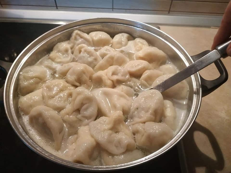Συνταγή για παραδοσιακά Χινκάλι γεμιστά με κιμά