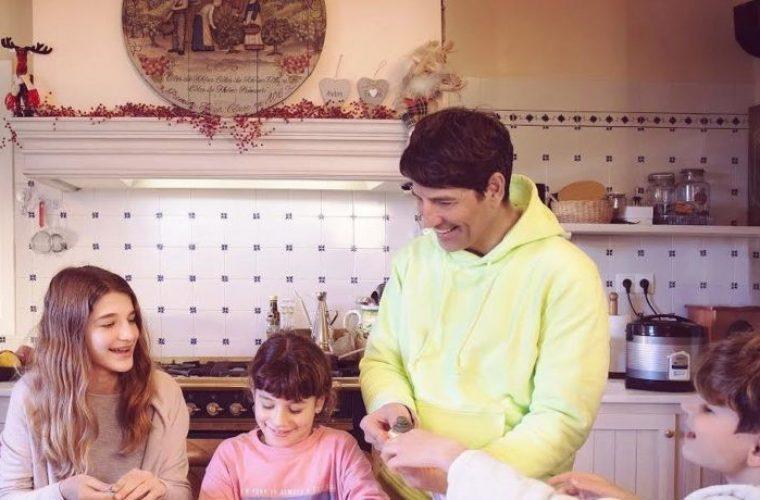 Σάκης Ρουβάς: Ξεκίνησε να φτιάξει μπισκότα με τα παιδιά του και δείτε που κατέληξε! (εικόνα)
