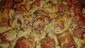 Φιλέτο κοτόπουλο τυλιγμένο σε μπέικον με γραβιέρα, κασέρι & κρέμα γάλακτος