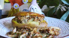 Γεμιστές πατάτες με κιμά και σάλτσα μανιταριών