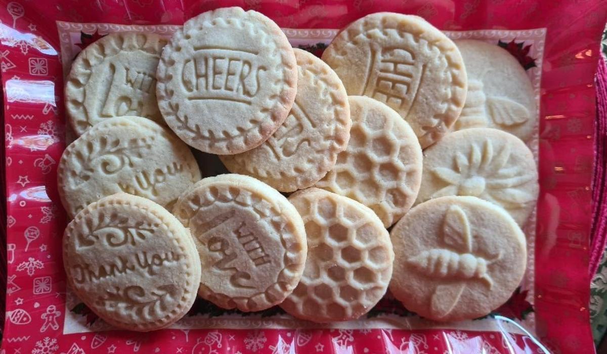 Χριστουγεννιάτικα βουτυρένια μπισκότα με σχέδια