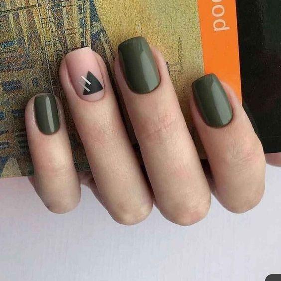 νύχια 2021: λαδί νύχια σε συνδυασμό με nude χρώμα και σχέδια