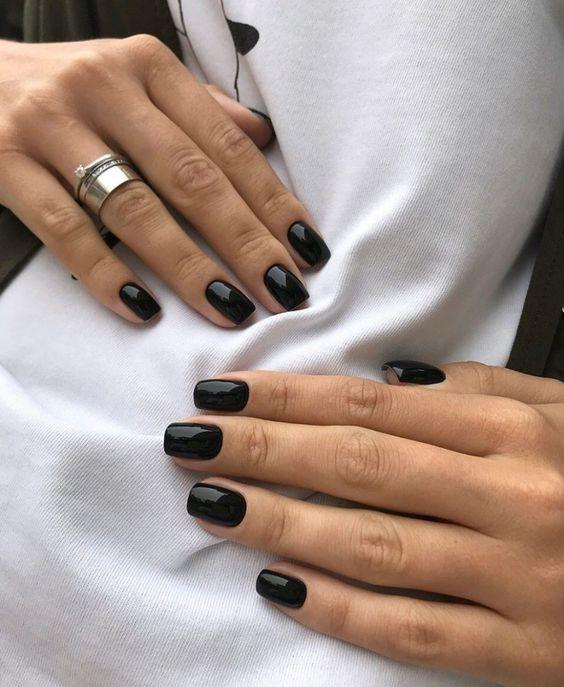 νύχια 2021: μαύρα νύχια