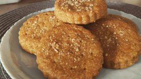 (Για το Σάββατο) Αλμυρά μπισκότα με τσένταρ, παρμεζάνα & αλεύρι ολικής