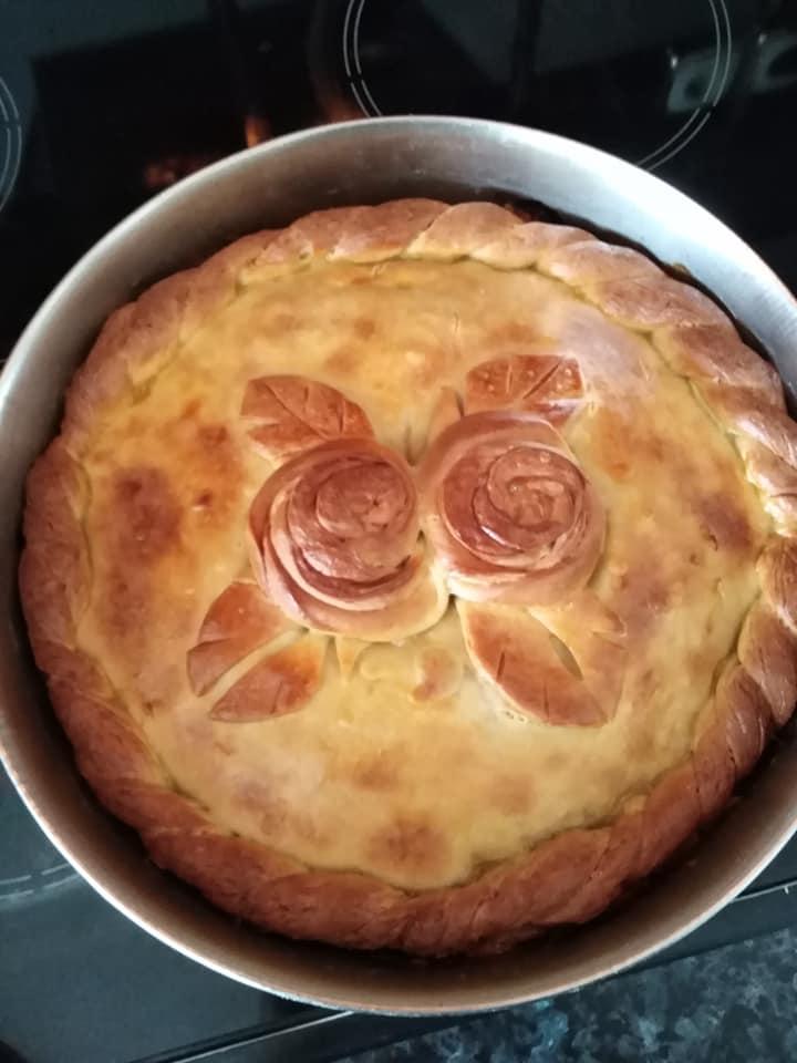 Πεντανόστιμη κρεατόπιτα με σπανάκι και τυριά για το γιορτινό σας τραπέζι