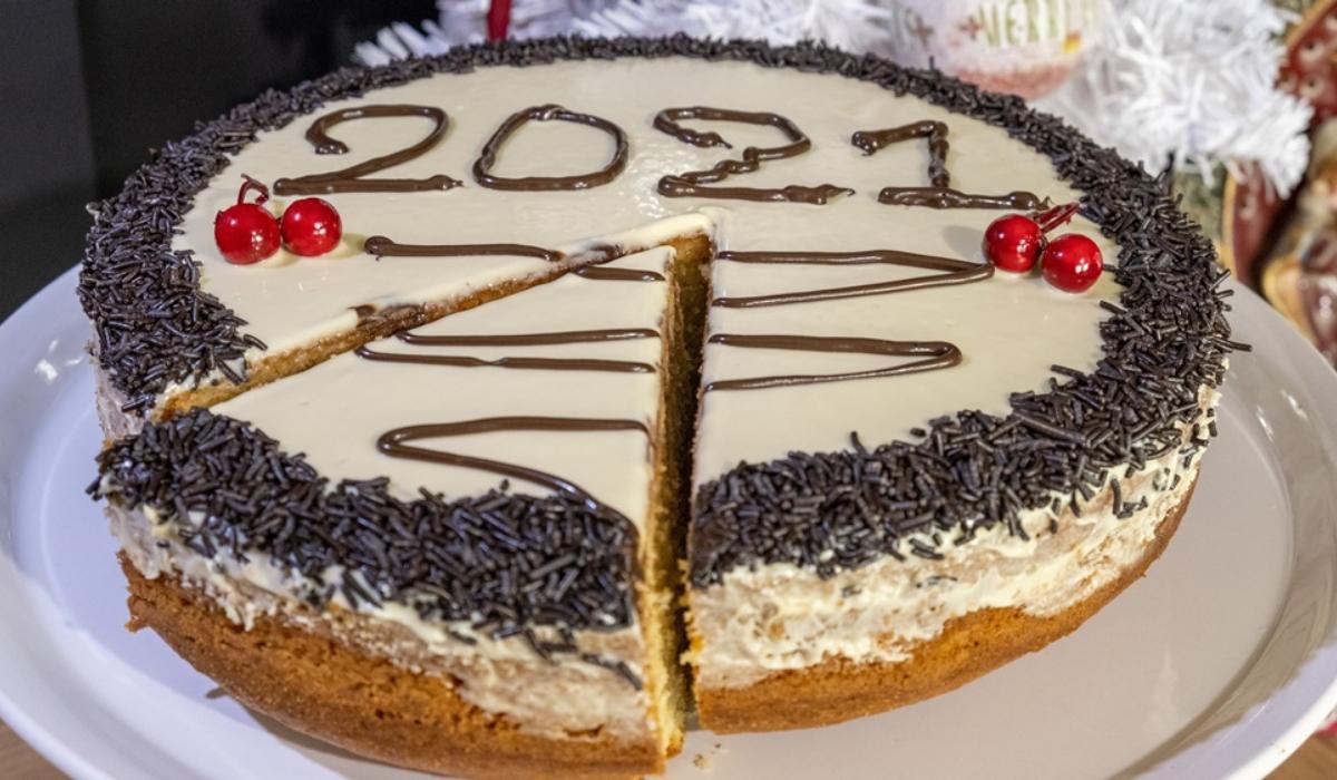 Η καλύτερη βασιλόπιτα του 2021 με επικάλυψη λευκής κουβερτούρας από το Live Kitchen (βίντεο)