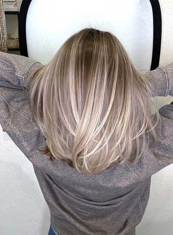 Γκρι ξανθά καρέ μαλλιά