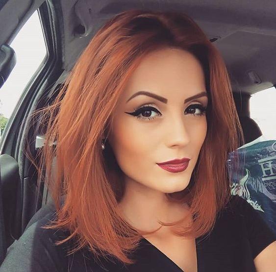 κόκκινα καρέ μαλλιά