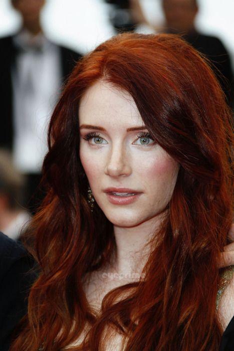 κόκκινα μακριά μαλλιά