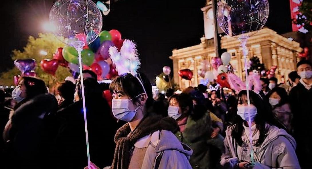 Έλληνας κάτοικος  Κίνας:  Πετάξαμε τις μάσκες  – Τέλος τα μέτρα