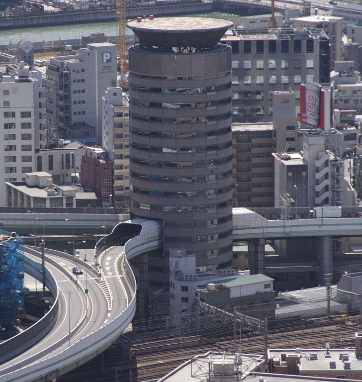 Οι Ιάπωνες έφτιαξαν δρόμο που περνάει μέσα από κτίριο
