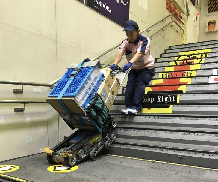 Εξαρτήματα μεταφέρουν δέματα ακόμη και στις σκάλες!