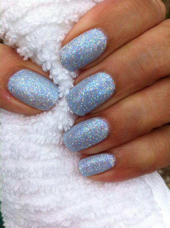 Γαλάζια νύχια με στρας για τον Ιανουάριο 2021