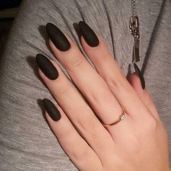 Μαύρα νύχια για τον Ιανουάριο του 2021
