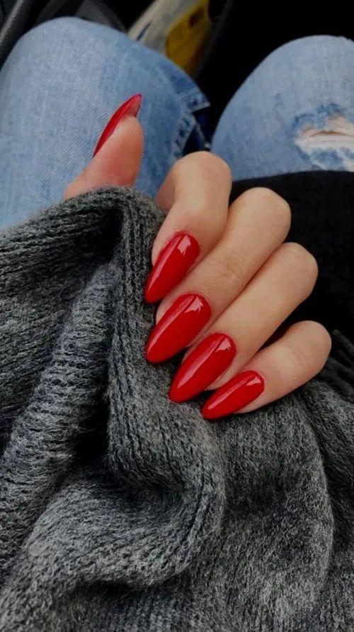 Κόκκινα νύχια για τον Ιανουάριο του 2021