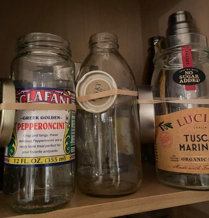 Ένα έξυπνο κόλπο με λαστιχάκια για τα βάζα και τα μπουκάλια σας!