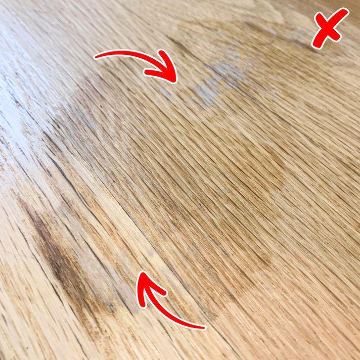 Απαγορεύεται να καθαρίζουμε με υγρό πιάτο τα δάπεδα από σκληρό ξύλο