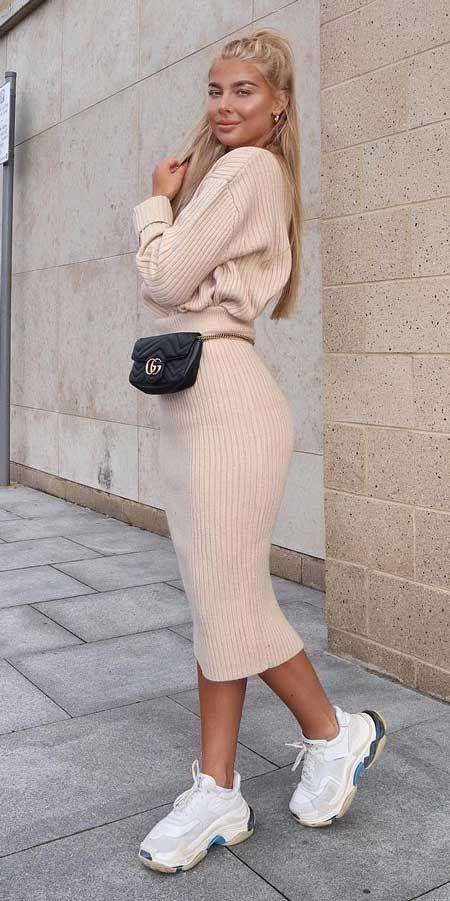 Τα fashion trends στα γυναίκεια ρούχα _Πλεκτό γυναικείο outfit σε μπεζ αποχρώσεις