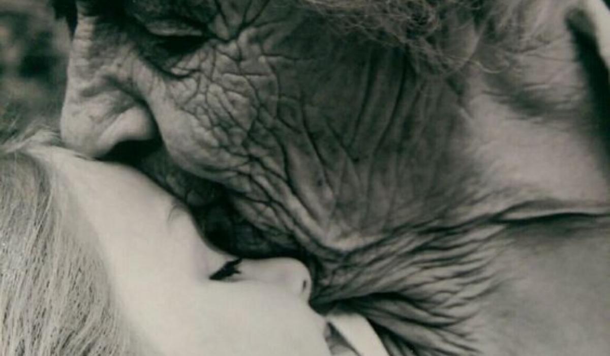 Μου έχουν λείψει μυρωδιές που μόνο με την καρδιά σου μπορείς να τις μυρίσεις…