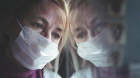 Η μητέρα μου είναι κορονόπληκτη – Εξαιτίας του κορονοϊού έχει γίνει μικροβιοφοβική