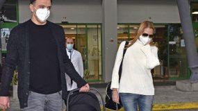 Τζένη Μπαλατσινού: Η έξοδος από το μαιευτήριο και το ευχαριστώ στο προσωπικό της ΜΕΘ και τον άντρα της! (εικόνες)