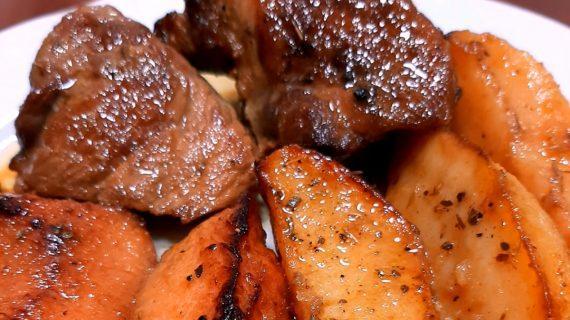 Συνταγή_ Χοιρινό με κυδώνια και πατάτες _