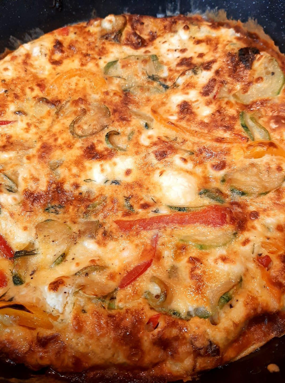 Frittata με κολοκυθάκια, φέτα και πιπεριές_Στο φούρνο_