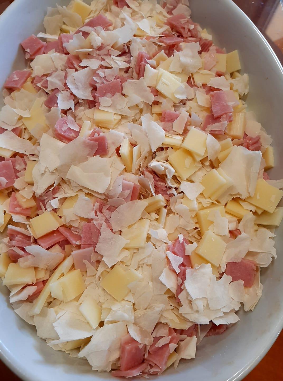 Ζαμπονόπιτα με σπασμένα φύλλα κρούστας_