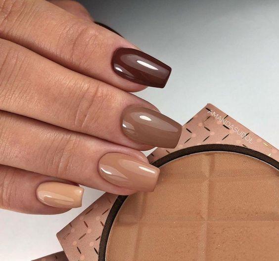Συνδυασμός- καφέ χρωμάτων_ στα νύχια_