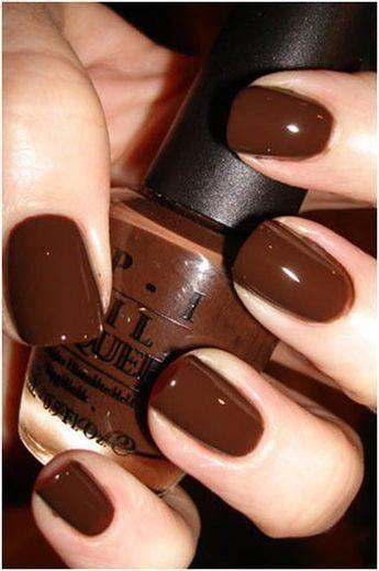 Σοκολατί χρώμα_ στα νύχια_