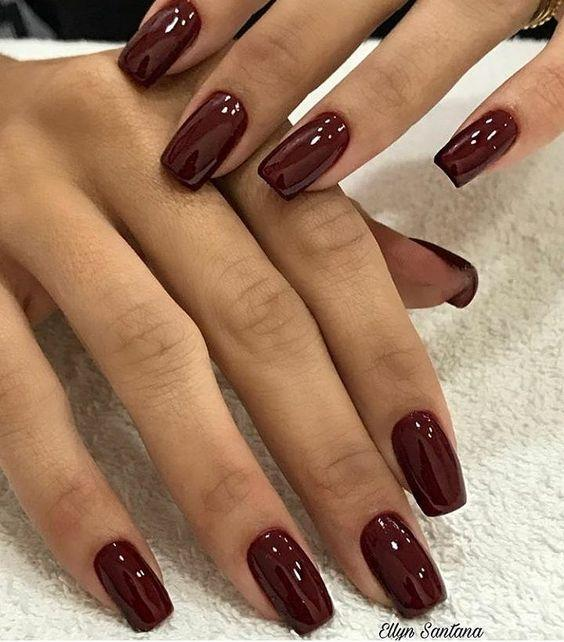Μπορντό χρώμα_ στα νύχια_