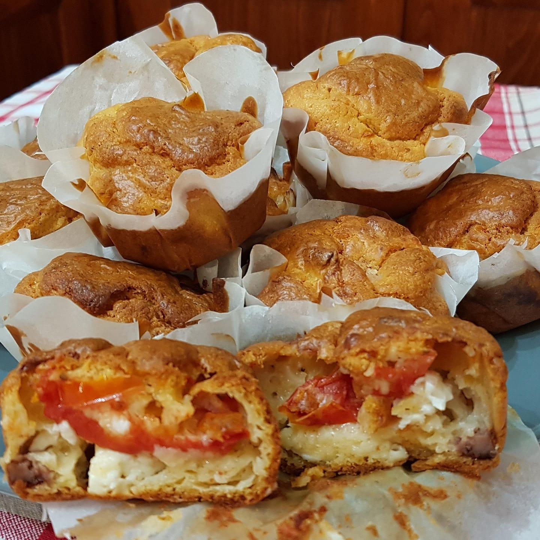Συνταγή_ για αλμυρά muffins_ με ντομάτα_ και φέτα_