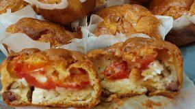 Αλμυρά muffins_ με ντομάτα_ και φέτα_