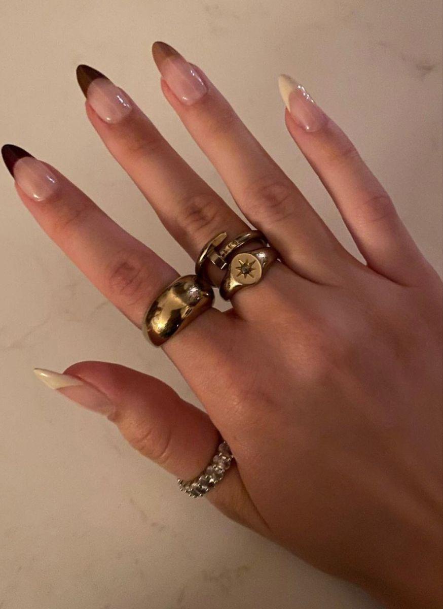 Καφέ σκούρα νύχια_σε _γαλλικό μανικιούρ_