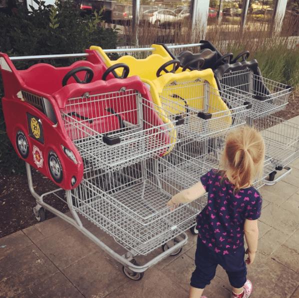 Παιδιά στο supermarket__Επιλογή καροτσιού_