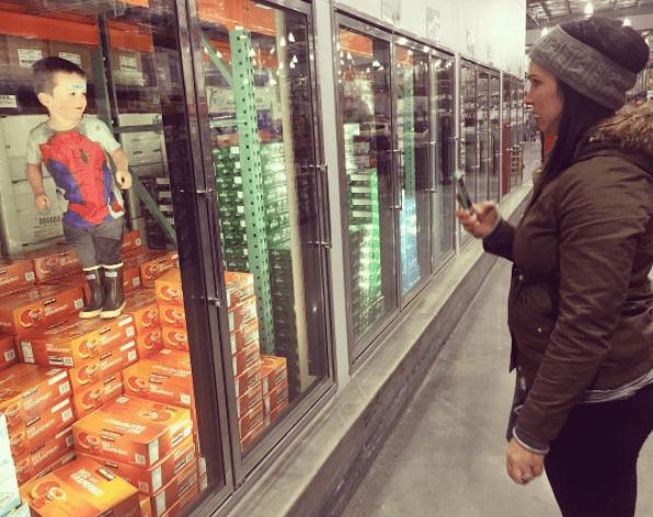 παιδί_ στο supermarket_Σε ψυγείο_