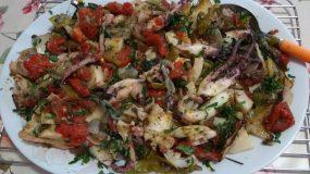 Σουπιές στην λαδόκολλα: Νηστίσιμη συνταγή